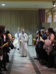 Procession se dirigeant vers la Porte de la Miséricorde