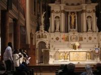 Adoration entraînée par les chants du Chœur de Jérusalem